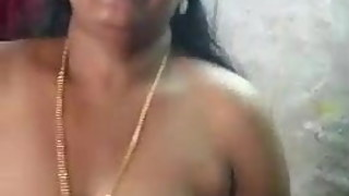 Kerala housewife show her boobs