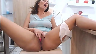 HOT WIFE - happy wank during chat