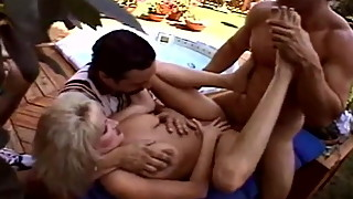 Outdoor 3some Trashy Blonde Wife