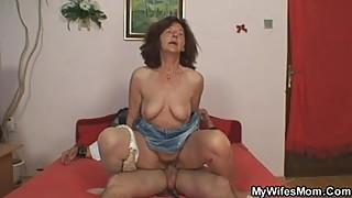 She finds her old mom is riding her hubby's dick